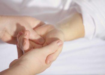 reflexologia, massagens nas mãos